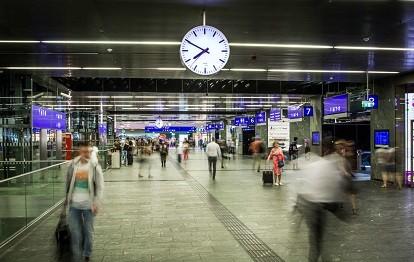 Fahrgäste am Wiener Hauptbahnhof