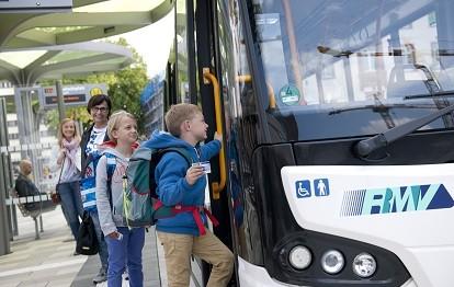 Bus mit Schulkindern