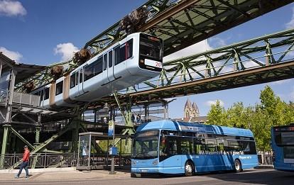 In Wuppertal fahren nicht nur Schwebebahnen emissionsfrei, sondern jetzt auch Wasserstoff-Busse.