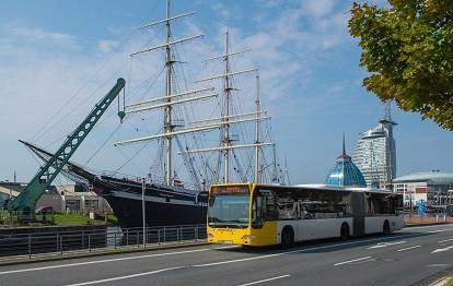 "Bremerhaven Bus vor der ""Seute Deern"" in Bremerhaven"