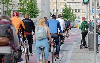 Radfahrer in Stadt.