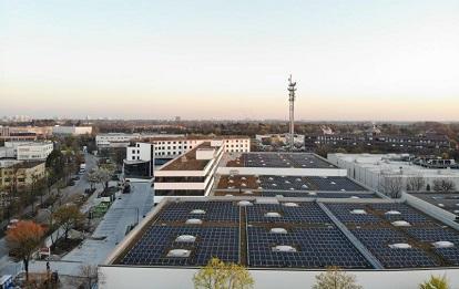568 PV-Paneele produzieren mit einer Leistung von 428 Kilowatt grünen Direktstrom