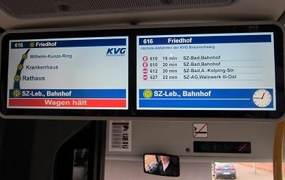 Doppel-TFT-Anzeige im Bus der KVG Braunschweig