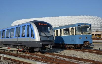 """50 Jahre liegen zwischen dem jüngsten und ältesten U-Bahnzug im aktiven Fahrzeugbestand der MVG: ein C2 (Inbetriebnahme 2020) neben dem dienstältesten """"A-Wagen"""" (Inbetriebnahme 1970)."""