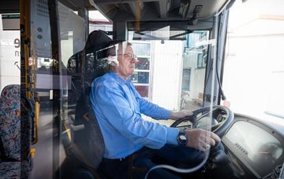 Fahrertrennscheibe in RMV-Bus
