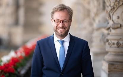 Senator Dr. Anjes Tjark
