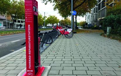 Die durch die Freiburger Verkehrs AG (VAG) aufgestellten öffentlichen Reparaturstationen für Fahrräder haben sich bewährt und werden gut angenommen.