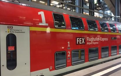 Der Flughafen-Express fährt zwei Mal in der Stunde und bildet gemeinsam mit dem RE7 und der RB14 ein etwa viertelstündliches Angebot zwischen der Berliner City und dem Flughafen.