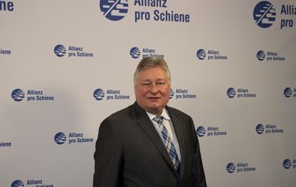 Die Allianz pro Schiene hat eine neue Führung. Die Mitgliederversammlung wählte am Donnerstag den Vorstand neu und bestimmte Martin Burkert zum Vorsitzenden des gemeinnützigen Verkehrsbündnisses.