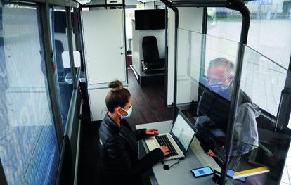 Der Überlandlinienbus S 416 LE business wird in den kommenden Monaten von der Huber Group Holding SE als mobile Teststation vor Schulen, Pflegeheimen und Firmen eingesetzt.