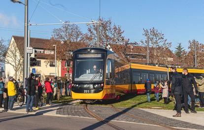 In der Stadt ist die Verlängerung der Tramlinie 2 nach Knielingen-Nord das erste große Straßenbahnprojekt in der Fläche seit dem Bau der Südostbahn vor knapp zehn Jahren. Während der rund 20-monatigen Bauzeit haben die VBK entlang der neuen Bahntrasse mit einer Gesamtlänge von 1,6 Kilometern vier neue barrierefreie Haltestellen errichtet: Sudetenstraße, Pionierstraße, Egon-Eiermann-Allee und Knielingen-Nord.