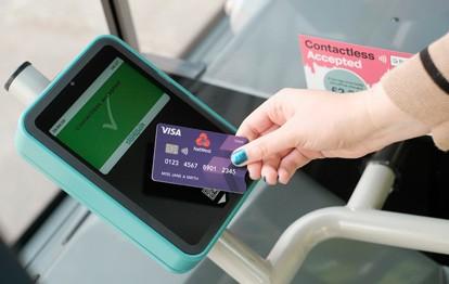 """Um das neue kontaktlose Ticketing-System einführen zu können, haben die drei Verkehrsunternehmen, die die """"Nottingham Contactless""""-Partnerschaft bilden, ihre Fahrscheindrucker und/oder Fahrgastterminals erneuert."""