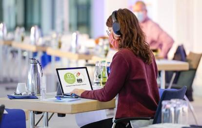 Referenten, Aussteller sowie Konferenz- und Fachmesseteilnehmer werden sich auf der IT-TRANS austauschen und das Konferenzprogramm sowie die Aussteller-Präsentationen im Rahmen der Fachmesse per Video verfolgen.