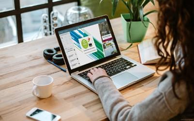 Ergänzt werden die rund 30 Konferenzsessions um das Vortragsprogramm der Unternehmen und Start-ups, die sich ebenfalls auf der virtuellen IT-TRANS Plattform präsentieren.