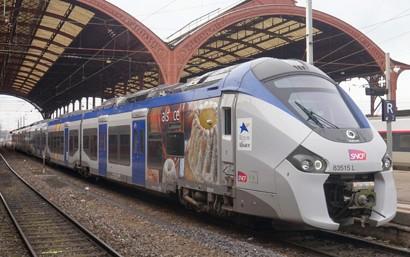 Die Fahrzeuge vom Typ Régiolis sind für die grenzüberschreitenden Züge vorgesehen und durch die Région Grand Est schon bestellt. Sie werden dem Gewinner der Ausschreibung explizit zur Durchführung der Verkehre zur Verfügung gestellt. Sie fahren schon seit einigen Jahren für die SNCF in französischen Regionalverkehr, so auch im Bereich der Region Grand Est.