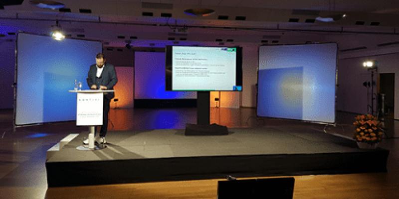 Nils Conrad, Leiter Einnahme- und Kundenmanagement der Duisburger Verkehrsgesellschaft AG, im Studio Ruhrturm in Essen (Bild: Dirk Illing, rku.it GmbH)