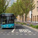 Bahnen und Busse schneller und pünktlicher