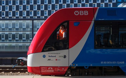 Zusätzlich zum erfolgreichen Testabschluss hat der Coradia iLint die offizielle Zulassung der obersten Eisenbahnhörde im Bundesministerium für Klimaschutz, Umwelt, Energie, Mobilität, Innovation und Technologie (BMK) für das Streckennetz in Österreich erhalten.