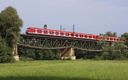 Um die gewohnten Leistungen auch in Zukunft sicherzustellen, plant und disponiert die S-Bahn Stuttgart ihre über 150 Triebwagen sowie rund 500 Mitarbeiter ab sofort integriert mit den Produkten von IVU.rail.