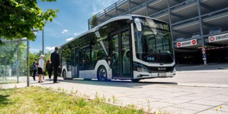 Der Busbetreiber Nobina Sverige AB in Malmö setzt als erstes Unternehmen in Skandinavien auf eBusse von MAN und hat 22 Lion's City E bei MAN Truck & Bus geordert. Die Elektrobusse bringen künftig Einwohner und Touristen in Malmö komfortabel, sicher und sauber von A nach B.