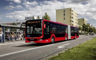 Insgesamt 100 Stadtbusse von MAN bringen Bewohner und Besucher der marokkanischen Stadt Kenitra und der umliegenden Region ab dem kommenden Jahr sicher, zuverlässig und komfortabel ans Ziel. Der Auftrag umfasst 89 Niederflur-RC3-Busfahrgestelle sowie 11 Lion's City Gelenkbusse mit Niederflureinstieg und einer Länge von 18 Metern.