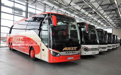Das Unternehmen Ludwig Arzt Omnibusverkehr e.K. erweitert seinen Fuhrpark um sechs Setra Low Entry Überlandbusse. Die S 415 LE business werden auf regionalen Linien im Landkreis Neumarkt eingesetzt.