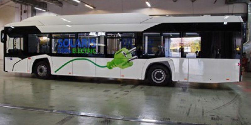 Der Elektrobus von Solaris wird in den nächsten zwei Monaten in Athen getestet. Die griechische Hauptstadt wird die elektrische Technologie im regulären Fahrgastbetrieb erproben, um für die fortschreitende Elektrifizierung des öffentlichen Verkehrs gerüstet zu sein.