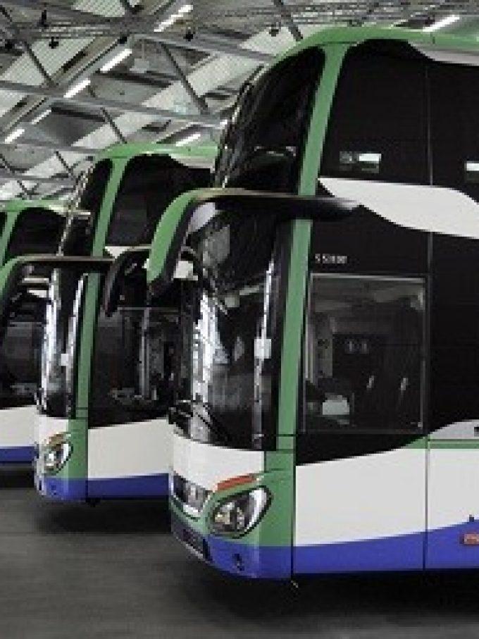 Die Geldhauser Linien- und Reiseverkehr GmbH & Co. KG setzt die ersten Doppelstockbusse im MVV ein (Bild: Daimler)