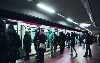 Die Nachfrage im öffentlichen Personennahverkehr (ÖPNV) erleidet durch die Corona-Krise einen massiven Einbruch. Ein wichtiger Grund dafür ist das geringe Sicherheitsgefühl der Fahrgäste in Bussen und Bahnen.