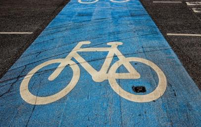Die Deutsche Umwelthilfe (DUH) hat formale Anträge an 101 Städte auf kurzfristig umzusetzende Radwege verschickt. Die DUH fordert darin innerhalb kürzester Zeit Autospuren in Pop-up-Radwege umzuwidmen und die von der Mehrheit der Menschen gewünschte Verkehrswende zu beschleunigen.