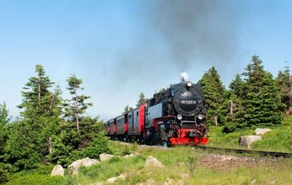"""Das """"Coronajahr 2020"""" war aufgrund der vielen Einschränkungen alles andere als ein normales Jahr für die Harzer Schmalspurbahnen. An insgesamt 122 Tagen ruhte der Betrieb auf weiten Teilen des 140,4 km umfassenden Streckennetzes."""