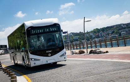 Die Hamburger Verkehrsbetriebe Harnburg-Hollstein GmbH (VHH) kaufen acht emissionsfreie Stadtbusse des Modells lrizar ie bus. Nach ICB Frankfurt und Rheinbahn Düsseldorf ist dies bereits der dritte Großauftrag aus Deutschland.
