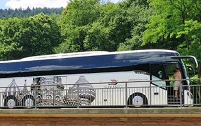 Der Bundesverband Deutscher Omnibusunternehmer (bdo) hat am 24. Februar die erste Ausgabe seines Politik-Forums mit fast 500 Teilnehmerinnen und Teilnehmern abgehalten. In zwei digitalen Podiumsdiskussionen tauschten sich dabei Vertreterinnen und Vertreter des bdo mit führenden Politikerinnen und Politikern aus den Bereichen Verkehr und Tourismus aus.