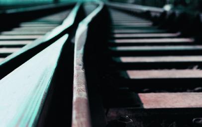 Die Vossloh AG hat über ihre Tochterfirma Vossloh Cogifer Kloos BV einen Rahmenvertrag zur Lieferung von Weichen in den Niederlanden erhalten. Die Rahmenvereinbarung mit ProRail BV, dem staatlichen Betreiber des rund 7.000 km langen Eisenbahnnetzes, erstreckt sich bis 2028. Wesentliche Lieferungen aus dem Rahmenvertrag werden ab dem Geschäftsjahr 2022 erwartet.