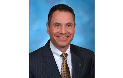 Lawrence E. Dewey, Vorsitzender des Board of Directors von Allison Transmission wird sich bei der diesjährigen Jahreshauptversammlung nicht erneut zur Wahl stellen. Seine Nachfolge tritt David S. Graziosi, gleichzeitig Präsident und CEO des Unternehmens, an.