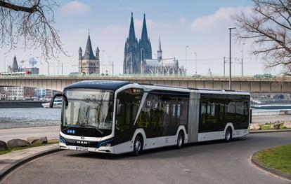Ab Anfang April ist ein MAN Lion's City 18 E in Köln lokal emissionsfrei unterwegs und bringt Fahrgäste auf der Linie 127 – einer der längsten Linien des KVB-Busnetzes – sicher, komfortabel und umweltfreundlich an ihr Ziel.