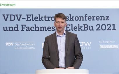 Auf der VDV-Konferenz standen neben den politischen Rahmenbedingungen für den Aufbau des Busangebotes im Allgemeinen auch die konkrete Umsetzung der Clean Vehicles Directive und die Förderkulisse für E-Busse und die dafür erforderliche Infrastruktur auf der Agenda.