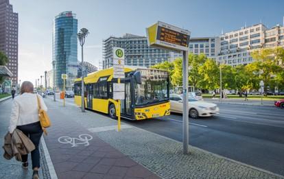 Ab sofort können Kommunen, kommunale und erstmals auch gewerbliche Unternehmen Anträge auf die Förderung von Elektromobilitätskonzepten stellen. Das Bundesministerium für Verkehr und digitale Infrastruktur unterstützt damit den Aufbau von elektrischen Fahrzeugflotten und deren Ladeinfrastruktur.