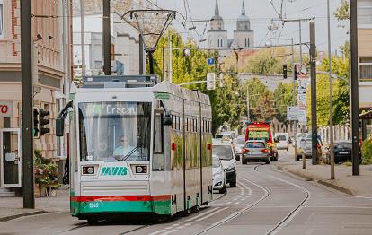 Straßenbahn der Linie 4 in Cracau (Bild: MVB / Stefan Deutsch)