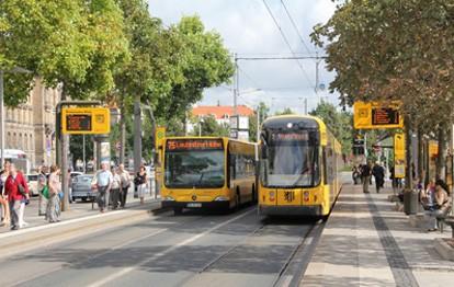 Der öffentliche Nahverkehr ist unabdingbar für die Verkehrswende und das Erreichen der Klimaziele. Doch mit der Corona-Pandemie haben Bus und Bahn an Fahrgästen verloren. Ein Forschungsprojekt an der Universität Kassel soll nun Möglichkeiten aufzeigen, den ÖPNV Pandemie-resistenter zu machen.