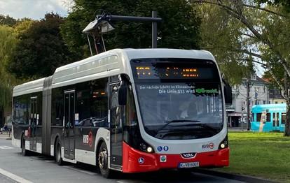 VDL Bus & Coach bv (Eindhoven) wird die nächsten 51 E-Busse der Kölner Verkehrs-Betriebe (KVB) herstellen und 2022 ausliefern. Das niederländische Unternehmen hat das Vergabeverfahren mittels europäischer Ausschreibung für sich entschieden.