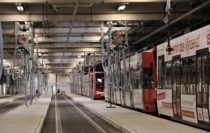 Die Kölner Verkehrs-Betriebe (KVB) nehmen ihre neue Abstellanlage für Stadtbahnen in Betrieb. In der Anlage im Stadtteil Weidenpesch können 64 Stadtbahnwagen, also 32 Doppeltraktionen, abgestellt werden.