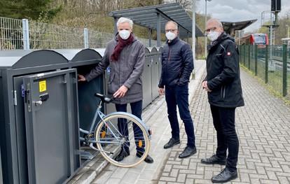 Am S-Bahn-Haltepunkt in Witterschlick sind 26 überdachte Fahrrad-Abstellplätze und zehn abschließbare Fahrradboxen entstanden. Sie erweitern das bereits bestehende Bike+Ride-Angebot vor Ort und dienen als weiteres Element zum Ausbau des Haltepunkts zu einer Mobilstation.