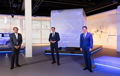 Von links nach rechts: Martijn Mentink (Hermes), Christophe van der Maat (Provinz Noord-Brabant) und Willem van der Leegte (VDL Group). Bild: Bram Saeys