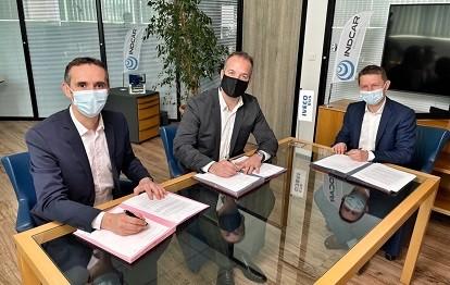 v.l.n.r.: Stéphane Espinasse, IVECO BUS Brand Leader, Gaël Queralt, CEO of INDCAR und Gauthier Ricord, IVECO BUS Light Business Line (Bild: IVECO)