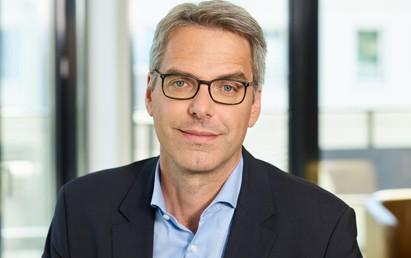 Die im Verband mofair versammelten Wettbewerbsunternehmen des Schienenpersonenverkehrs haben bei ihrer Frühjahrsmitgliederversammlung am 15. April Dr. Tobias Heinemann, Sprecher der Geschäftsführung der Transdev GmbH, zu ihrem neuen Vorsitzenden gewählt.
