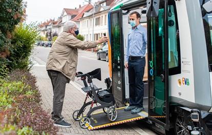 Im Rahmen des Forschungsprojekts EVA-Shuttle bringen autonom fahrende, emissionsfreie Minibusse ihre Fahrgäste nach Bedarf bequem von A nach B.