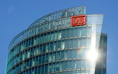 Die Digitale Schiene Deutschland bekommt mit 230 neuen Technik- und Planungsexperten jetzt noch mehr Rückenwind: Die Deutsche Bahn (DB) holt alle Mitarbeitenden der SIGNON Deutschland GmbH, einer Tochtergesellschaft der TÜV SÜD AG, ins Team der Infrastruktur.