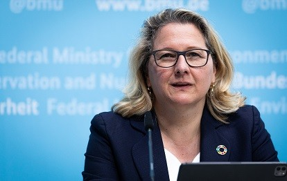 Bundesumweltministerin Svenja Schulze (Bild: BMU / Sascha Hilgers)