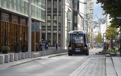 Nach dreimonatigem Boxenstopp ist HEAT planmäßig zurück in der HafenCity. Ab sofort ist der autonome Kleinbus auf der kompletten Teststrecke von 1,8 Kilometern Länge unterwegs.